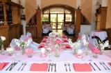 Svatební tabule v nekuřácké restauraci