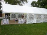 Vlastníme party stan pro venkovní oslavy