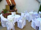 Svatební posezení na terase s grilem